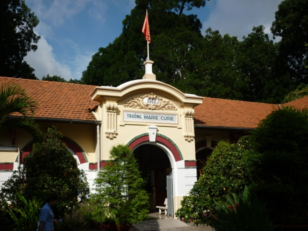 Main_gate_of_Marie_Curie_high_school_in_Ho_Chi_Minh_city.JPG