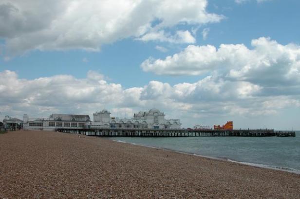 South_Parade_pier,_Southsea_-_geograph.org.uk_-_8163.jpg